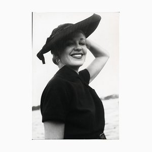 Plaisirs Laughing Hildegard Unvarnished par Alfred Maria Schwarzer, 1955