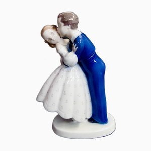Vintage No. 2162 Youthful Boldness, Boy Stealing a Kiss di Girl Figurine di Bing & Grondahl