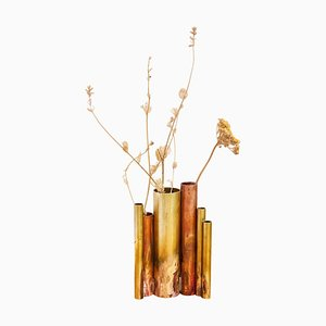 Skulpturale Soliflores II Vase aus Messing von Pia Chevalier signiert