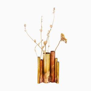 Soliforres II, Skulpturale Vase aus Messing von Pia Chevalier signiert