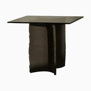 Handskulpturierter Tisch aus Schwarzem Ton von Sanna Völker