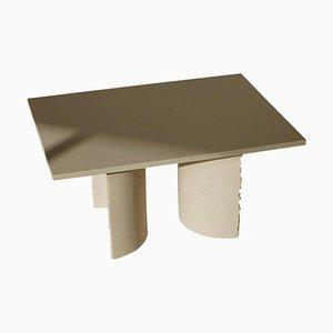 Handskulpturierter Clay Tisch von Sanna Völker