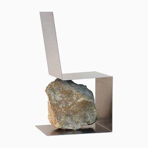 Sedia in acciaio e pietra di Batten e Kamp