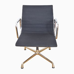 Chaise de Salon Pivotante Modèle EA108 en Aluminium par Charles & Ray Eames pour Vitra, 1990s