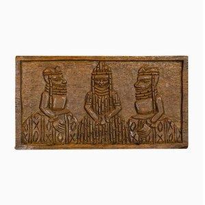 Targa vintage raffigurante scene tribali in legno di pino intagliato a mano, anni '20