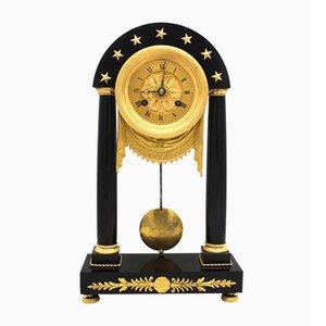 Empire Portico Uhr aus Vergoldetem Bronze und Marmor, 19. Jh