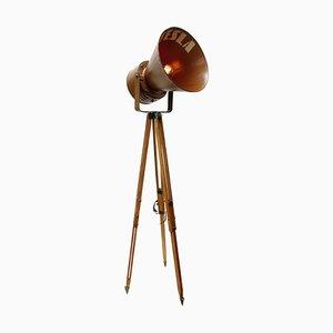 Industrielle braune Mid-Century Metall & Holz Dreibein Stehlampe
