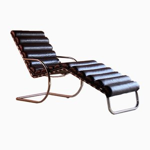 Chaise longue MR di Ludwig Mies van der Rohe, inizio XXI secolo
