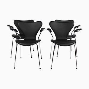Sillas modelo 3207 con reposabrazos de Arne Jacobsen para Fritz Hansen, 2016. Juego de 4