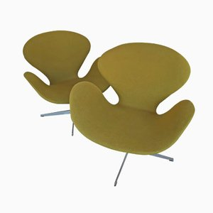 Green Swan Chairs by Arne Jacobsen for Fritz Hansen, 1969, Set of 2