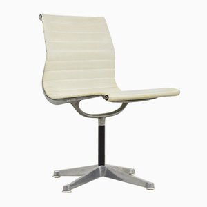 Weißer Vintage Schreibtischstuhl von Charles & Ray Eames für Herman Miller, 1970er