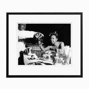 Josephine Baker in Schwarzem Rahmen von Galerie Prints