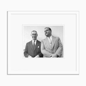 Laurel and Hardy on Vacation Kunstdruck aus Silbergelatine Harz in Weiß von Bettmann