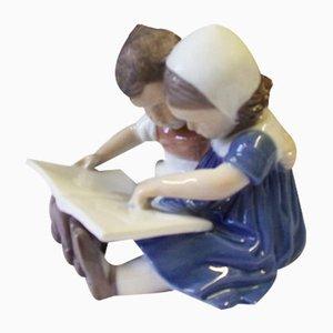 Sculpture Reading Children Porcelain Figure No. 1567 par Ingeborg Plockross pour Bing & Grondahl, 1940s