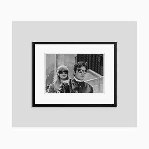 Schwarz Eingefasster Archiv-Druck von Alain Delon Trop Cool Pigment von Jean-Pierre Bonnotte