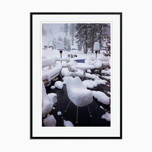 Impresión Squaw Valley Snow Oversize C enmarcada en negro de Slim Aarons