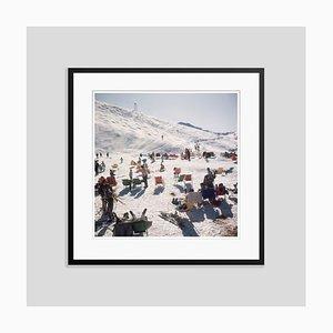 Escultura viste a los esquiadores en Verbier Oversize C en negro de Slim Aarons