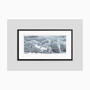 Stampa Pigmentata da film Glacial Patterns oversize con cornice nera di Tim Graham