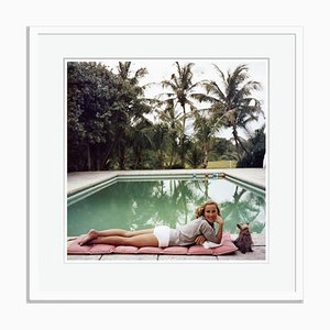 Modell A Having A Topping Time Oversize C Print in Weiß von Slim Aarons
