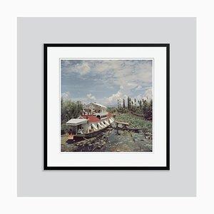Jhelum River Oversize C Print in Schwarz von Slim Aarons gestaltet