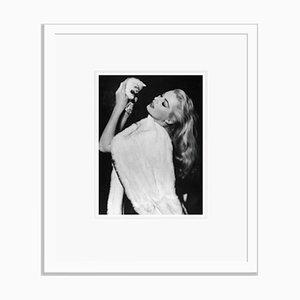 Anita Ekberg Archival Pigment Print in Weiß Eingerahmt