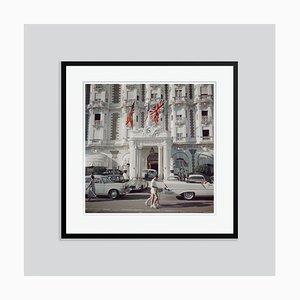Carlton Hotel Oversize C Print in Schwarz von Slim Aarons