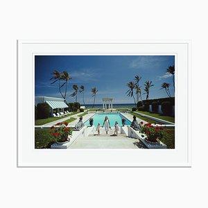 Übergroßer neoklassizistischer Pool Oversize C Druck von Slim Aarons in Weiß