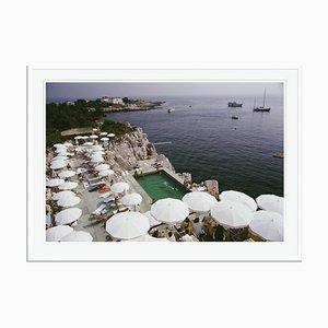 White Pool by the Seas Oversize C Print von Slim Aarons