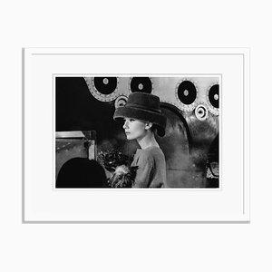 Stampa Audrey Hepburn Audrey's Funny Face argentata bianca di Bert Hardy
