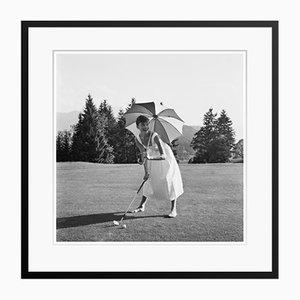 Golfing Hepburn Silbergelatine Kunstdruck von Hulton Archive