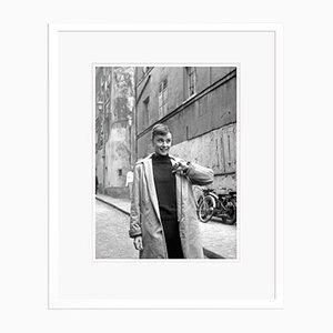 Audrey in Paris Archival Pigment Print in White von Alamy Archives gerahmt
