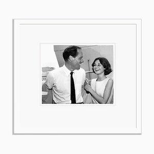 Mel Ferrer & Audrey Hepburn on Youretton Flitterwochen Archival Pigment Print in White von Everett Collection gerahmt