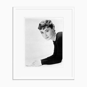 Audrey Hepburn in Weiß von Bettmann gestaltet
