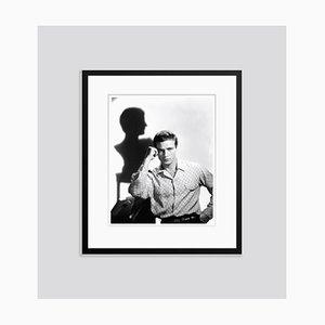 Marlon Brando Julius Caesar Shoot 1953 Archival Pigment Print Gerahmte in Schwarz von Everett Collection