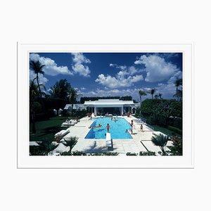 Übergroßer Pool in Palm Beach Oversize C Print in Weiß von Slim Aarons