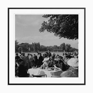 Gelber französischer Polo Crowd Silbergelatine Kunstdruck von Slim Aarons