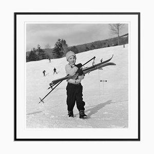 Impresión New England Skiing Starters de fibra de plata y gelatina enmarcada en negro de Slim Aarons