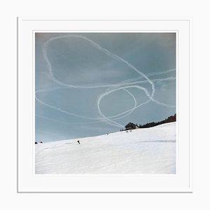 Sci in Gstaad Oversize Archival Pigment Print Framed in Black di Slim Aarons