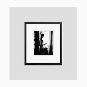 Audrey Hepburn Archival Pigment Print Gerahmte in Schwarz