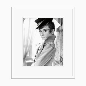 Impresión Audrey Hepburn Archival Pigment enmarcada en blanco