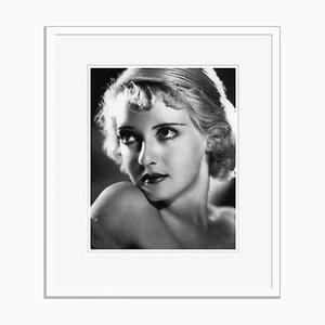 Bette Davis Eyes Archival Pigment Print in Weiß von Alamy Archives gerahmt