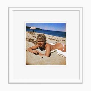 Brigitte Bardot in Weiß von Bettmann