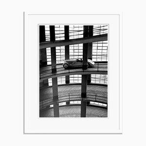 Impresión Driving down the Ramp Oversize Archival Pigment enmarcada en blanco de Für Kunst Und Geschichte