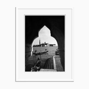 Gondolas in Venice Imprimé Pigmentaire Oversize Encadré en Blanc par Für Kunst Und Geschichte