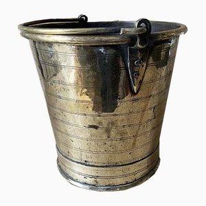 Cubo antiguo de latón