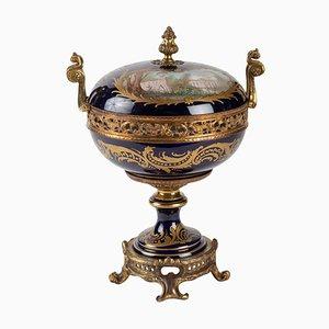 Antike Pralinenschachtel aus Sèvres Porzellan und Goldbronze