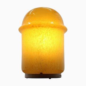 Gelbe Mid-Century Kunstglas Tischlampe von Valašské Meziříčí, 1960er