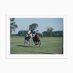 Argentinischer Polo Match Oversize C Print in Weiß von Slim Aarons
