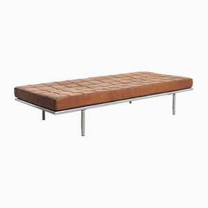 Sofá cama Barcelona de Ludwig Mies van der Rohe para Knoll Inc. / Knoll International, años 60