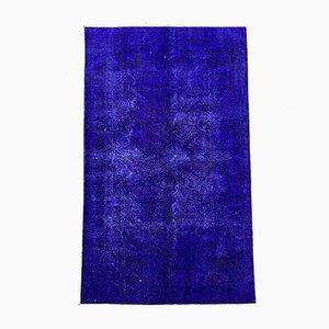 Großer Türkischer Überfärbter Teppich in Blau & Schwarz